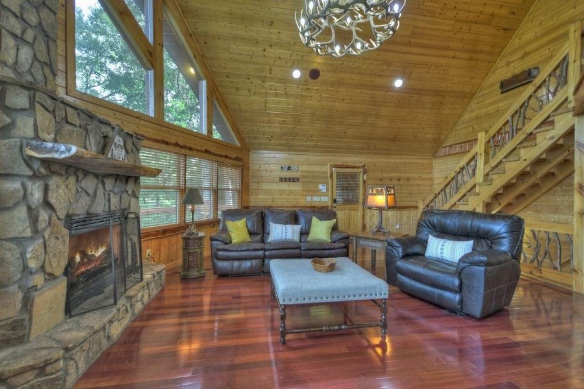 Choctaw Mtn Lodge living room
