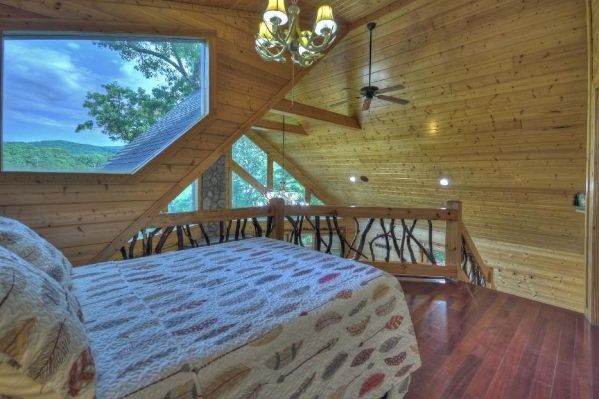 Choctaw Mtn Lodge with upstairs sleeping loft